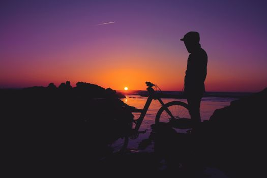 Photo free man, silhouette, bicycle
