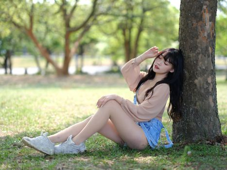 Photo free asian girls, trunk tree, legs