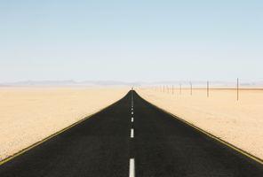Заставки дорога, пустыня, песок, горы, ясное небо, природа, road, desert, sand, mountains, clear sky, nature