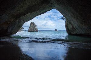 Бесплатные фото Кафедральная бухта,Новая Зеландия,Cathedral Cove,море,скалы,пляж,берег