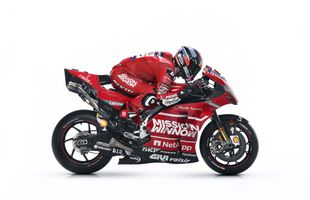 Фото бесплатно Ducati Desmosedici GP19, гонки на мотоциклах, белый фон