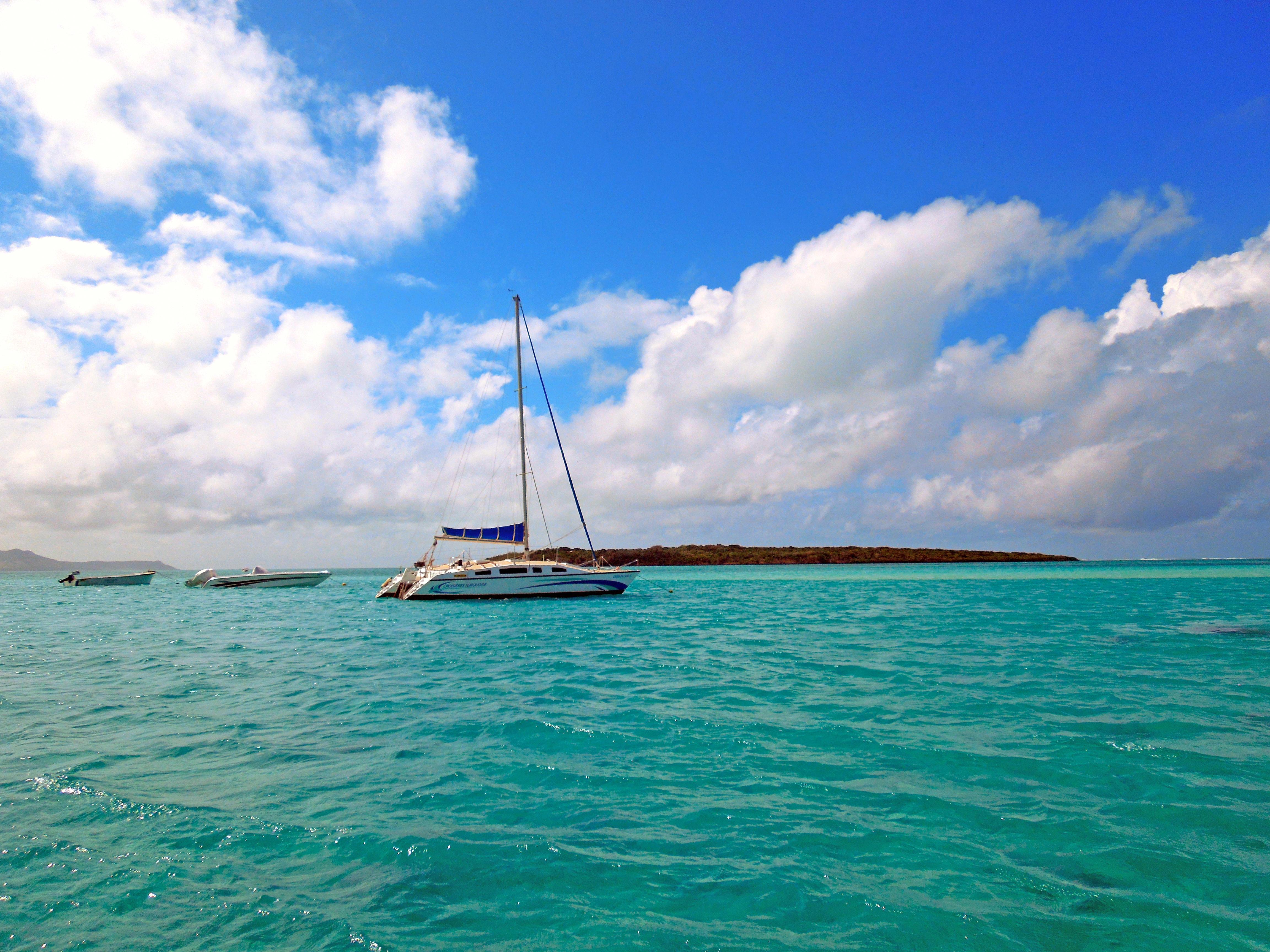 Обои море, яхта, лодки, остров