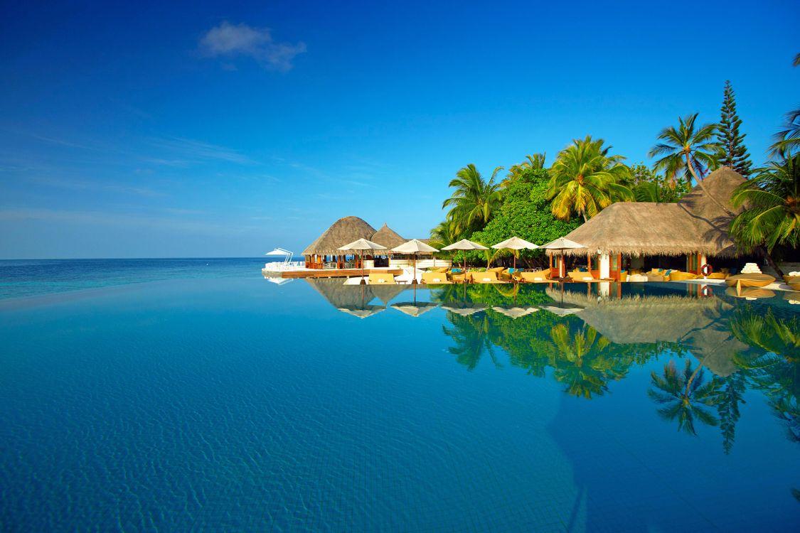 Фото бесплатно море, пляж, остров, пальмы, отдых, тропики, мальдивы, пейзажи