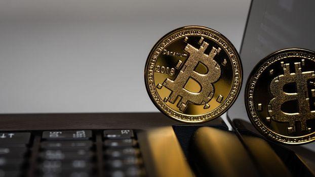 Заставки Bitcoin, ноутбук, монета