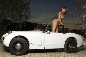 Бесплатные фото alexandra,сексуальная девушка,взрослая модель,брюнетка,chica,автомобиль,загорелые