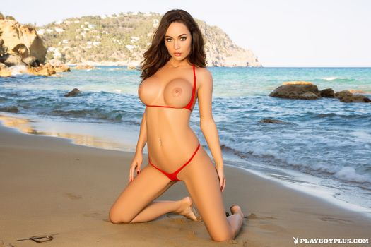 Бесплатные фото Adrienn Levai,модель,красотка,голая,голая девушка,обнаженная девушка,позы,поза,сексуальная девушка,эротика,PLAYBOY,PLAYBOYPLUS
