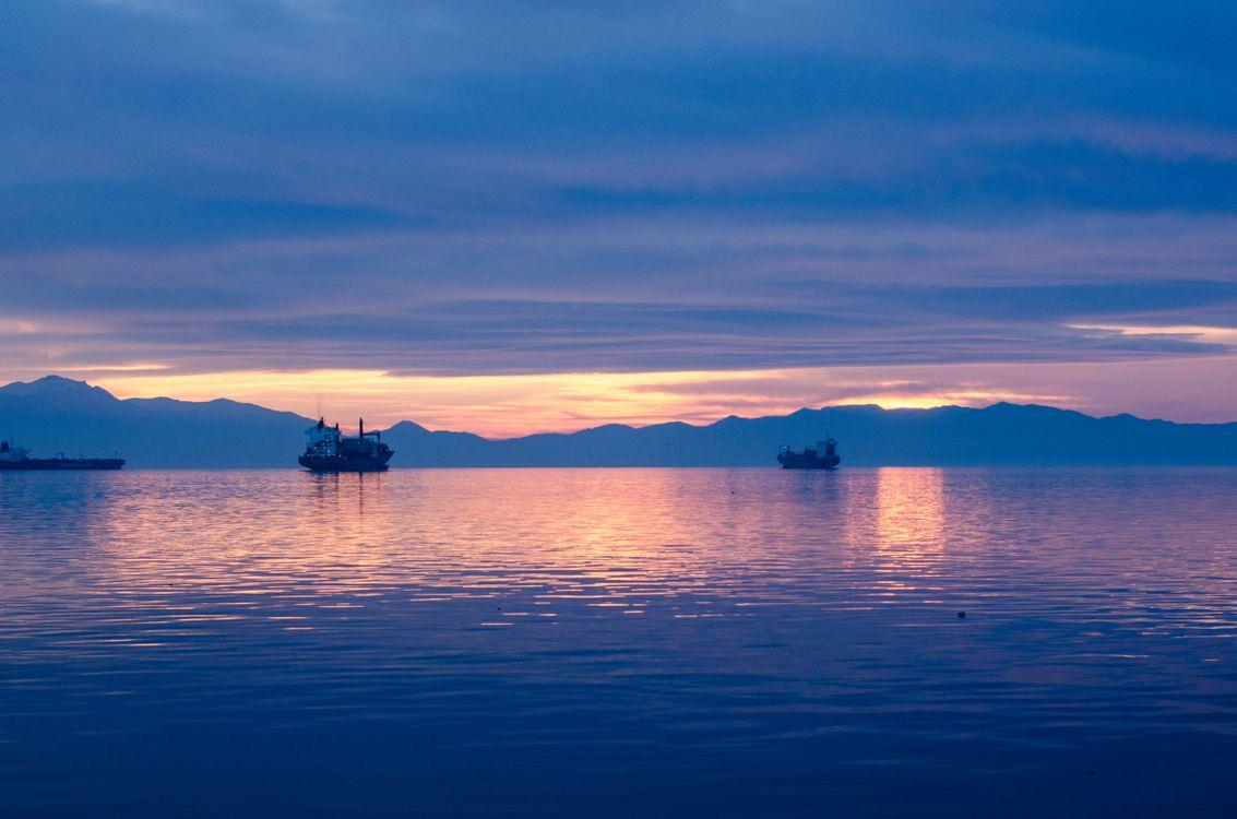 Photos for free horizon, sky, ship - to the desktop
