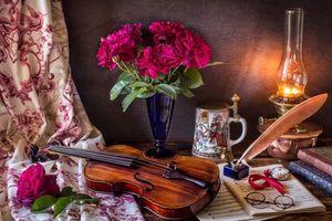 Бесплатные фото свеча,ваза,цветы,скрипка,ноты,очки,натюрморт