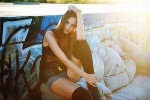 Простая красивая девушка · бесплатное фото