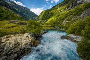 Бесплатные фото Норвегия,река,течение,горы,холмы,скалы,деревья