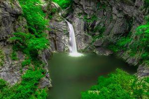 Заставки водоём, скалы, водопад