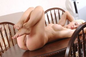 Бесплатные фото Nina B,модель,красотка,голая,голая девушка,обнаженная девушка,позы