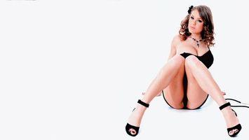 Бесплатные фото альт-бейли,спрей,трусики,ноги,без обнаженной,viola bailey,spread