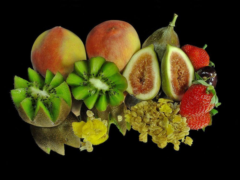 Фото бесплатно персики, киви, клубника - на рабочий стол