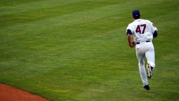 Photo free man, grass, baseball