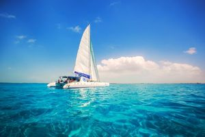 Download beautiful screensaver on a vacation, sea