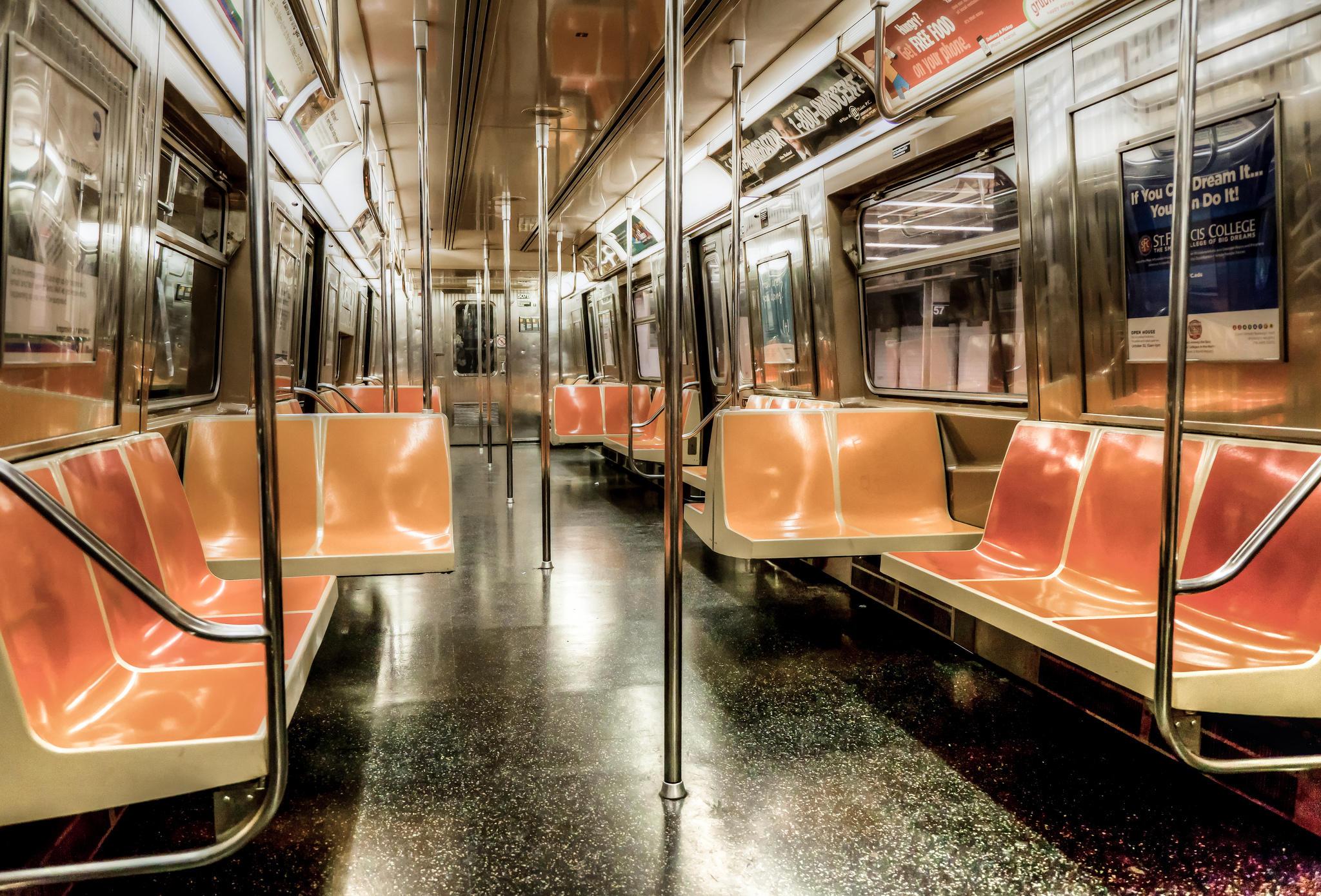 Обои Нью-Йорк, пустой вагон, метро