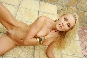 Бесплатные фото Liza B,модель,красотка,голая,голая девушка,обнаженная девушка,позы