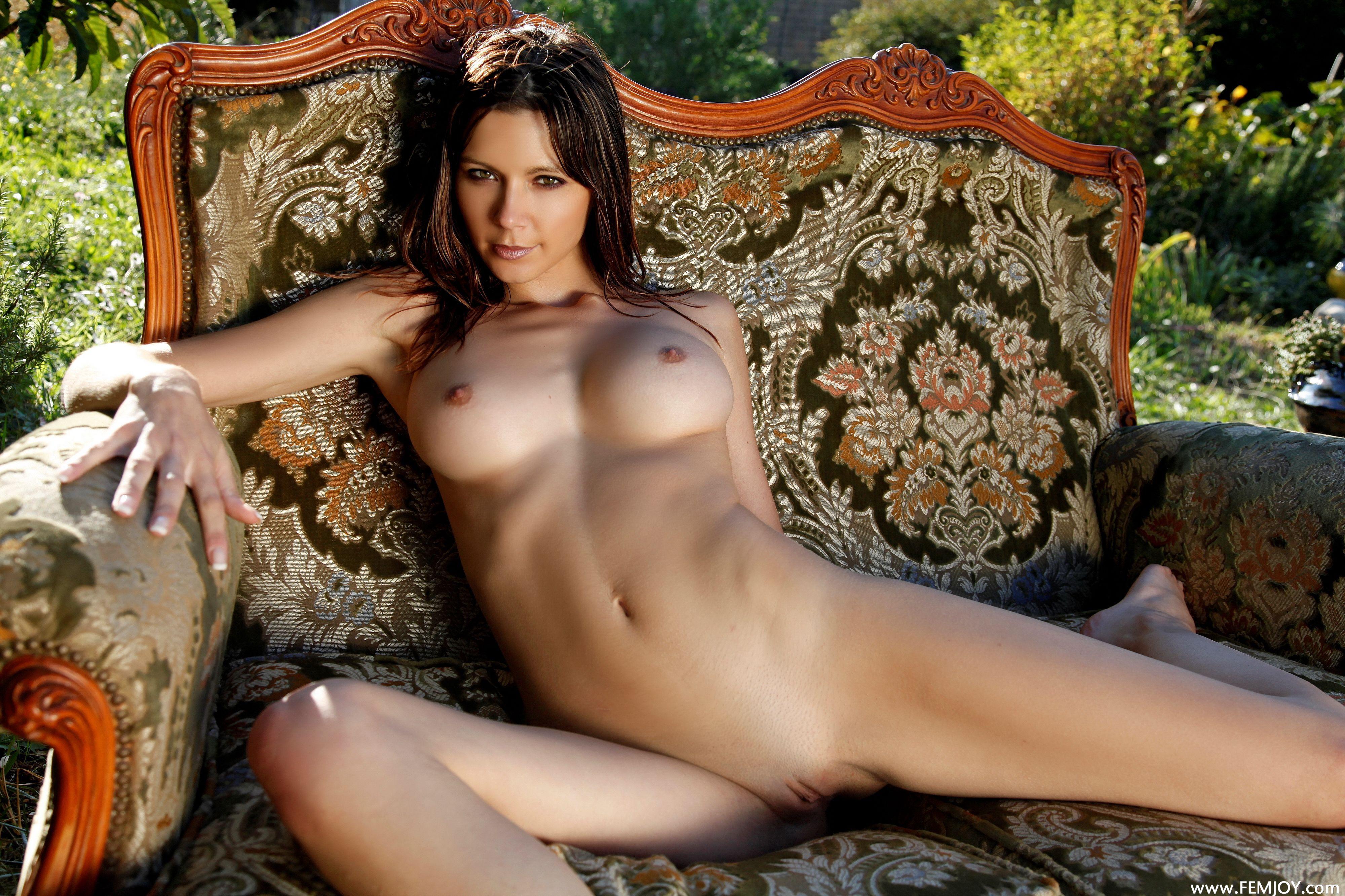 Эротика с красавицами, Красотки и красивые жены в домашнем порно видео 17 фотография