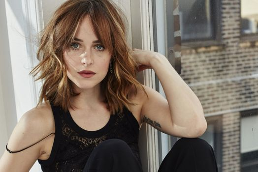 Photo free Dakota Johnson, black vest, blue eyes