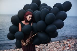 Фото бесплатно девушка, берег моря, шарики