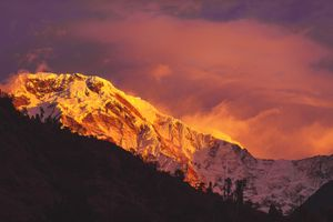 Бесплатные фото горы,Непал,солнечный свет,закат,снег,небо,ветер