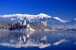 Обои Bled, Bled Lake, Озеро Блед, Остров Блед, Словения, зима, горы, озеро, остров, деревья, пейзаж