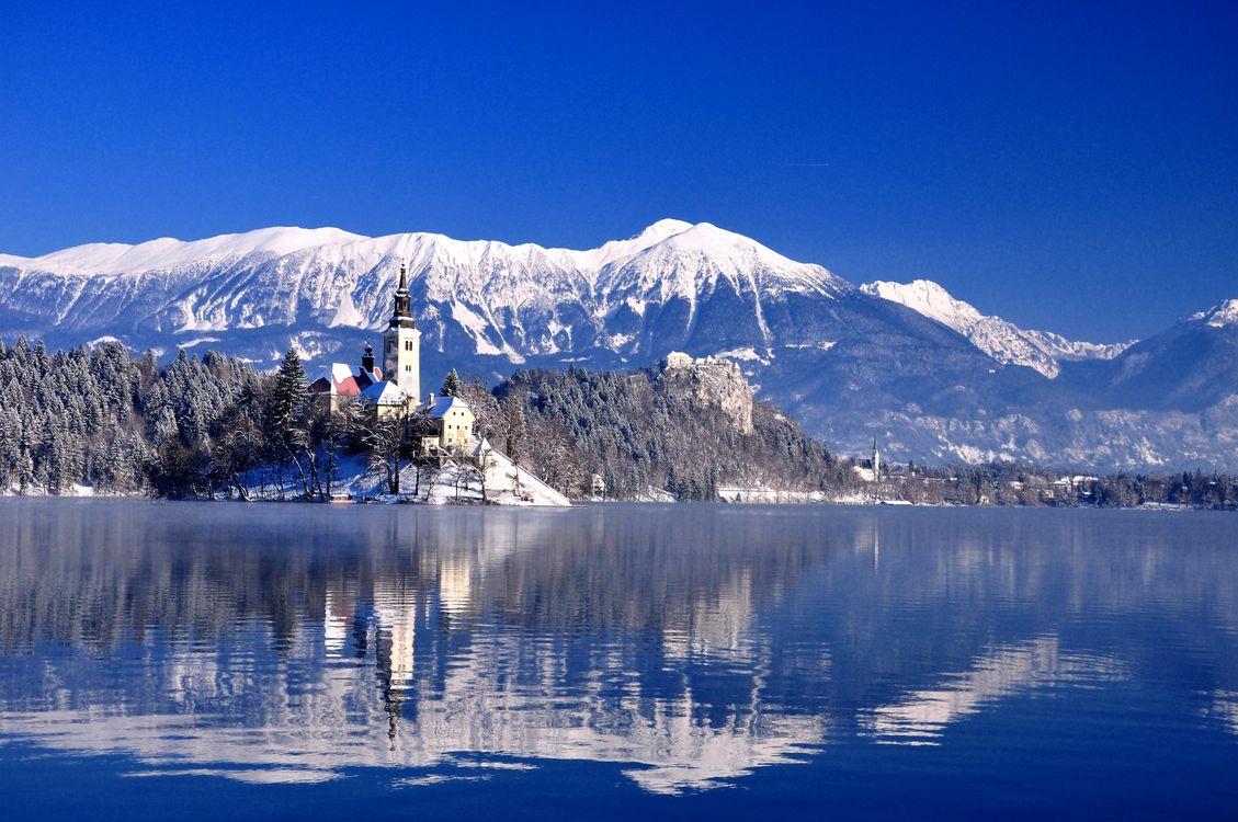 Фото бесплатно Bled, Bled Lake, Озеро Блед, Остров Блед, Словения, зима, горы, озеро, остров, деревья, пейзаж, пейзажи