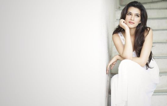 Photo free Kriti Sanon, white dress, bolywood actress