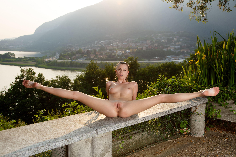 Раздеваются девчонки и показывают свои прелести, Обнаженные девчата показывают свои прелести - секс 22 фотография