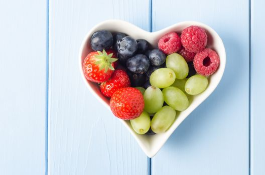 Photo free strawberries, raspberries, grapes