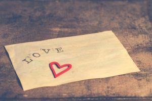 Бесплатные фото Валентинка,сердечко,любовь,надпись,сердце,минимализм,лист бумаги