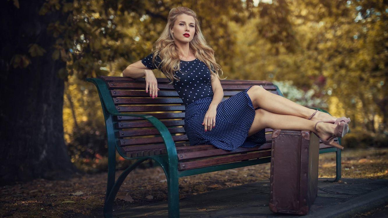 Фотосессия в платье на улице позы фото