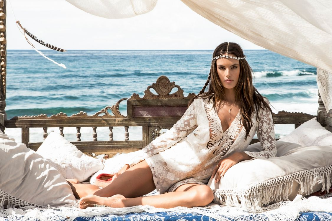 Photo girls celebrities Alessandra Ambrosio - free pictures on Fonwall