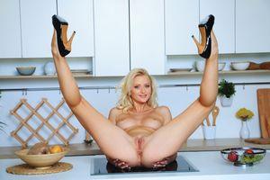 Бесплатные фото Nika N,красотка,голая,голая девушка,обнаженная девушка,позы,поза