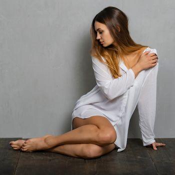 Фото бесплатно ноги девушки, ноги, официальная рубашка
