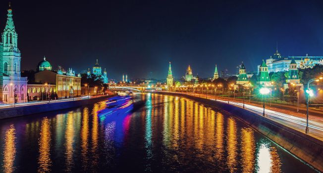 The screensaver on the phone in moscow, moscow river