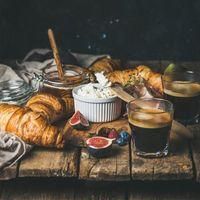 Бесплатные фото мёд,кофе,завтрак,еда,круассаны,инжир