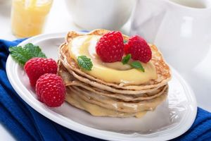 Photo free pancakes, cream, berries