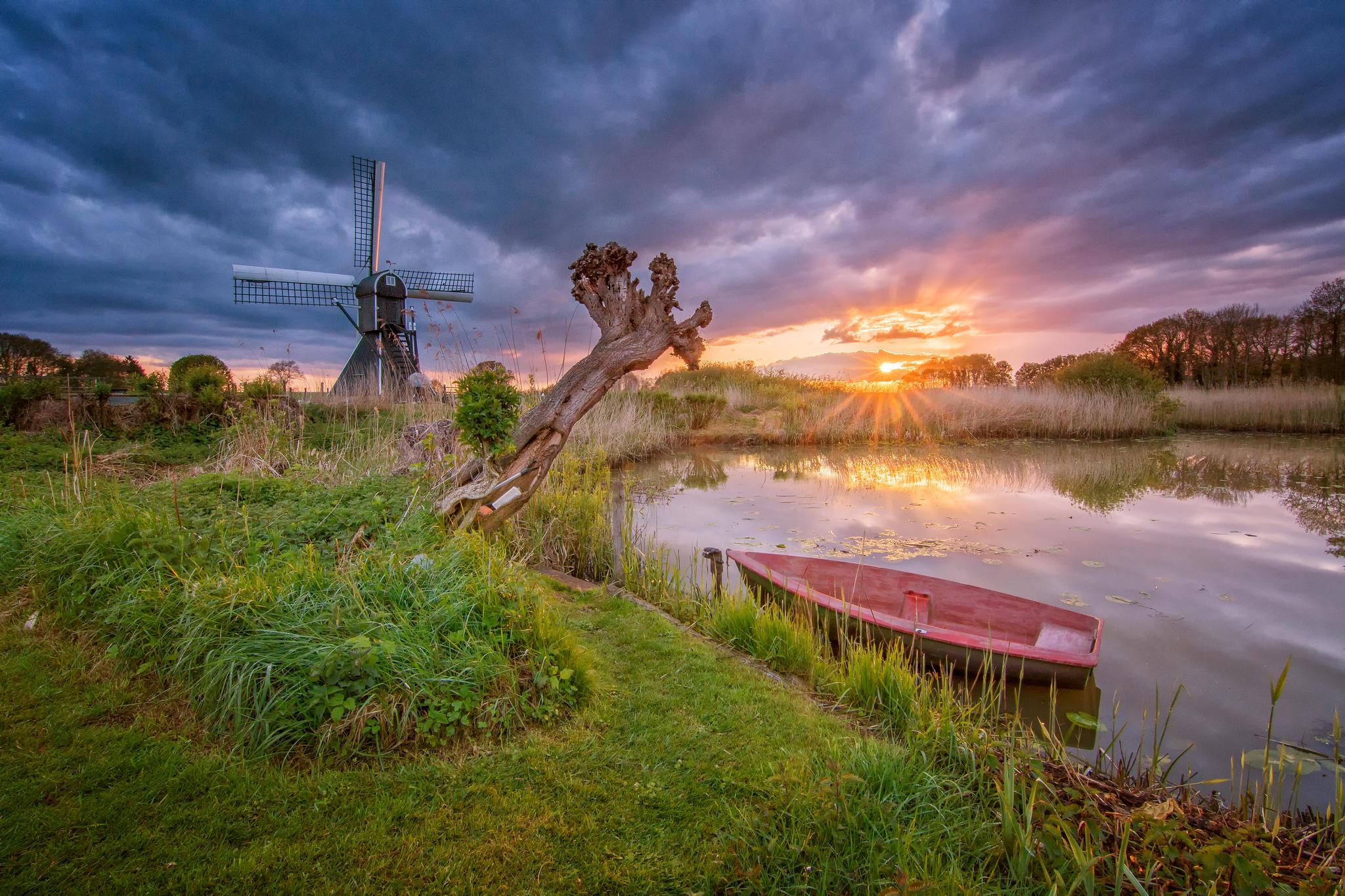 Обои Нидерланды, закат, озеро, лодка