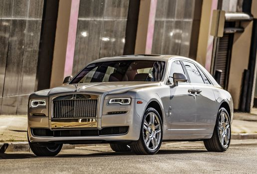 Photo free Rolls Royce Ghost, silver, front view
