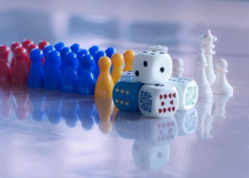 Фото бесплатно шахматы, фишки, кубики