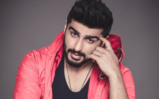 Photo free Arjun Kapoor, glasses, Cape