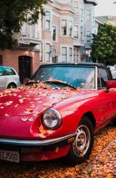 Обои авто,красный,вид сбоку,осень,листва,auto,red,side view,autumn,foliage
