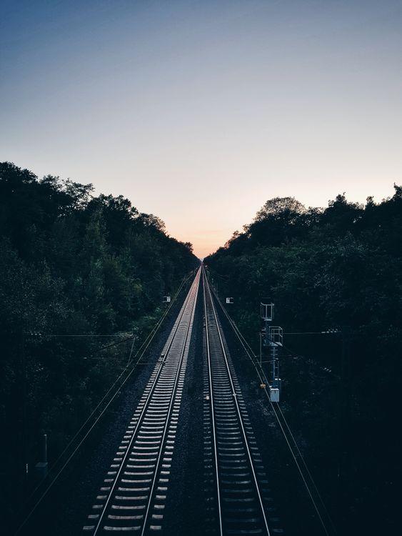 Фото бесплатно железная дорога, деревья, вечер - на рабочий стол