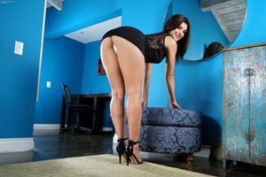 Бесплатные фото Leah Gotti,красотка,голая,голая девушка,обнаженная девушка,позы,поза