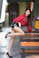 Photo free woman, skirt, posing