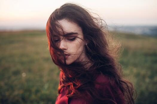 Фото бесплатно портрет, брюнетка, ветер