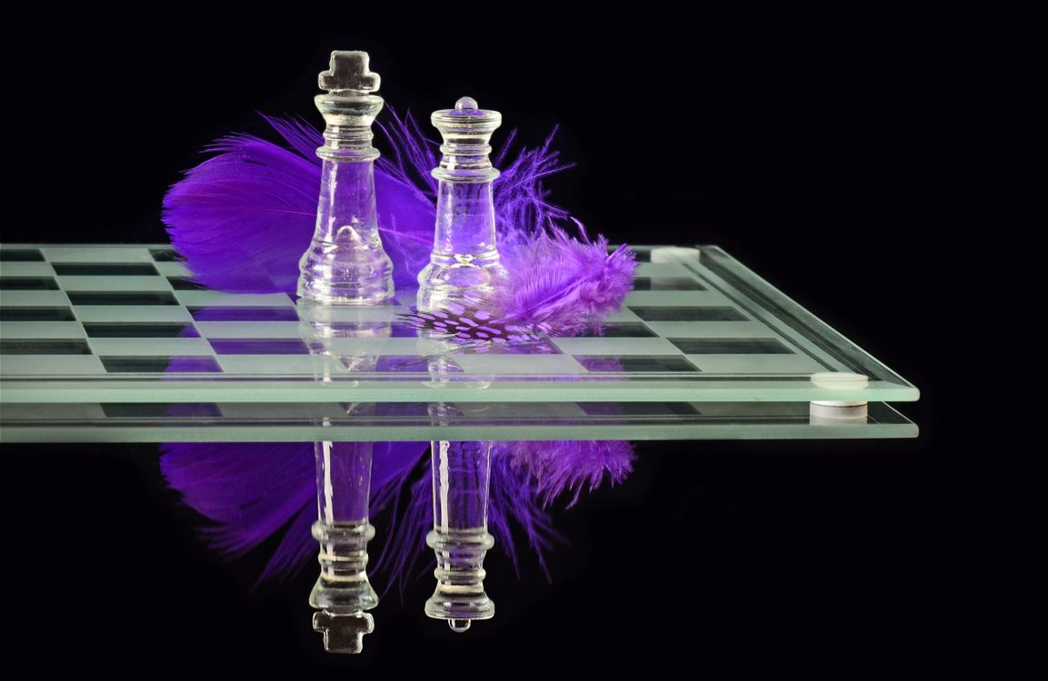 Фото бесплатно шахматы, шахматная доска, перо - на рабочий стол