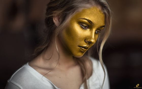 Photo free body paint, face, gold
